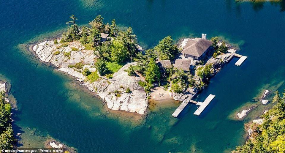 بالصور : جزيرة على شكل قلب للبيع مقابل 1.4 مليون دولار
