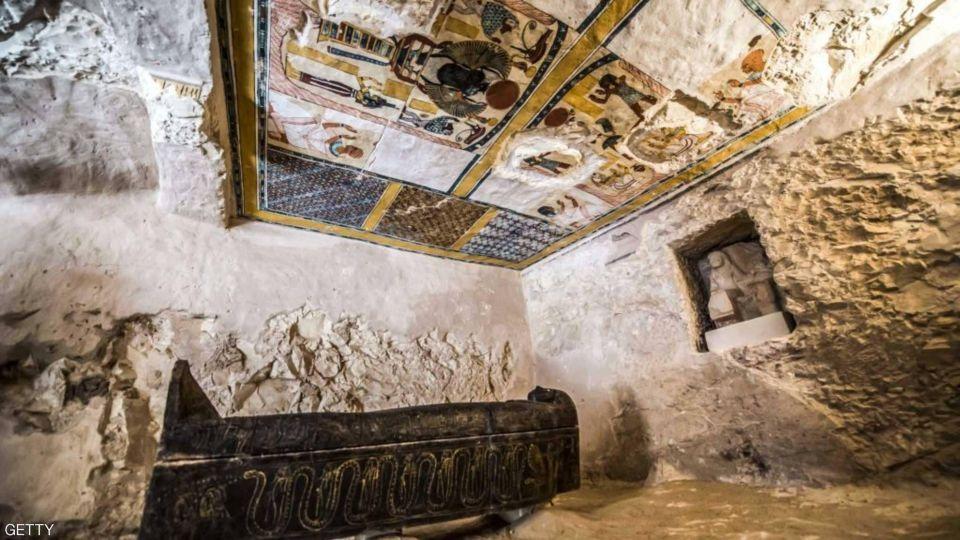 بالصور :  اكتشاف مقبرة جديدة تحوي مومياء عمرها 3 آلاف عام في مصر