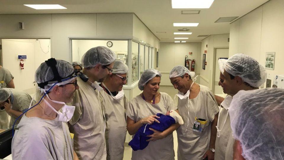 ولادة أول طفل بالعالم عن طريق نقل رحم من متبرعة متوفية
