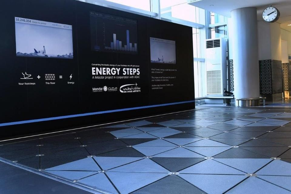 كيف ستساهم خطوات المسافرين بتوليد الطاقة في مطار أبوظبي الدولي؟