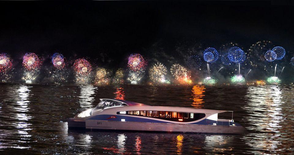 دبي: استمتع بعروض بالألعاب النارية على وسائل النقل البحري في رأس السنة