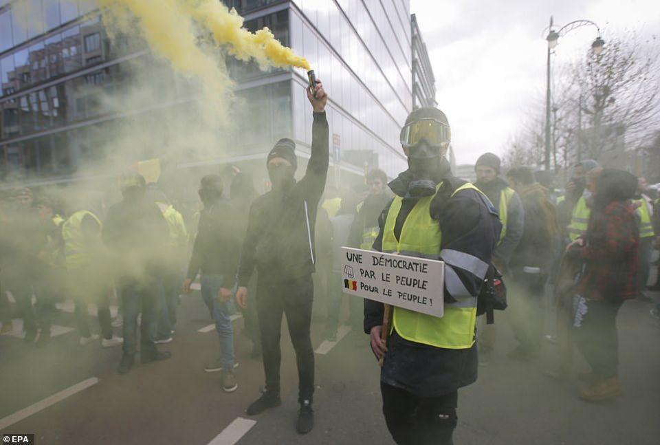 شاهد انتشار الاحتجاجات الستر الصفراء إلى بلجيكا وهولندا