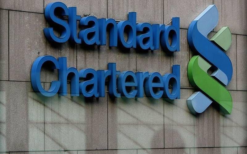 ستاندرد تشارترد يخفض وظائف في أنشطة التجزئة المصرفية بالإمارات