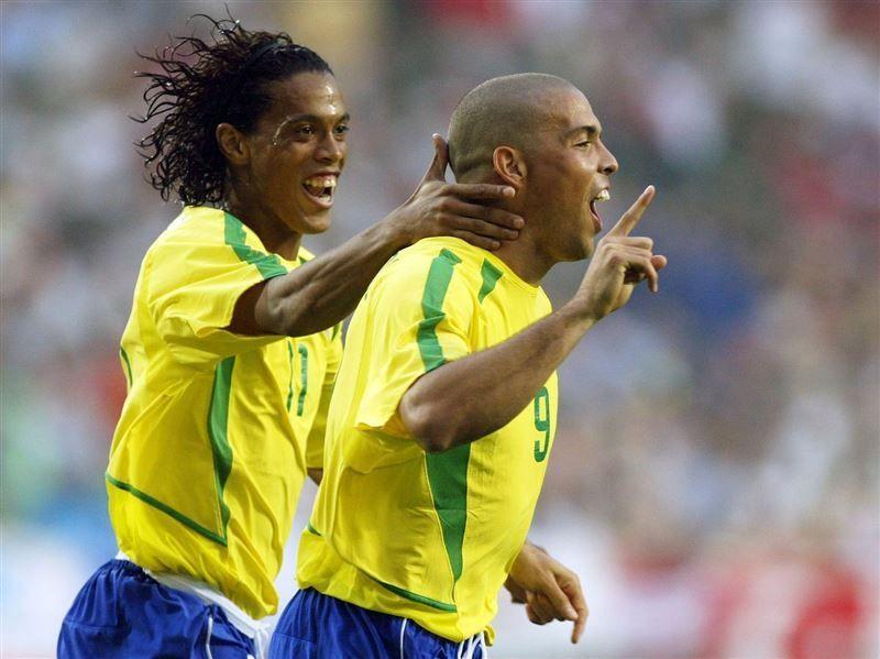 الثنائي البرازيلي رونالدو ورونالدينيو يجتمعان في مؤتمر دبي الرياضي الدولي