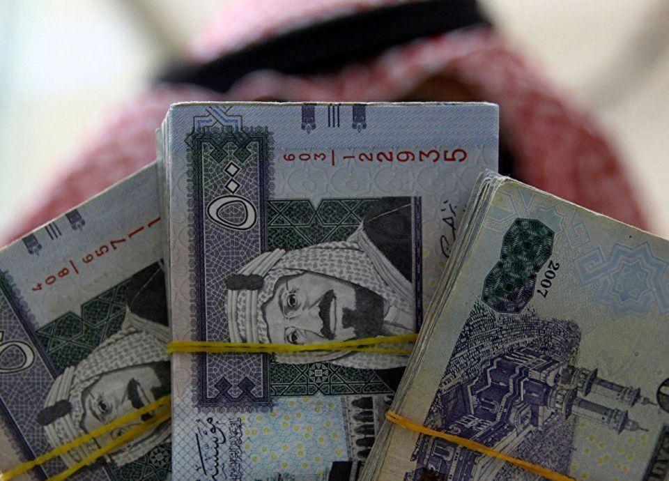 الرياض: لن نسمح لأحد بالمضاربة على الريال السعودي