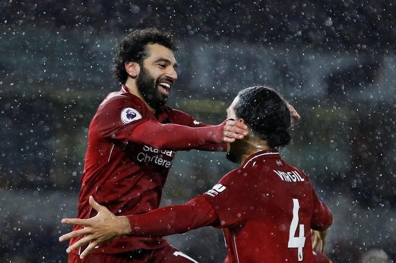محمد صلاح وفان ديك يضمنان القمة لنادي ليفربول خلال موسم الميلاد