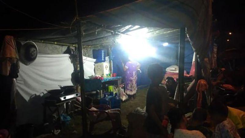 بالصور: تسونامي يضرب إندونيسيا