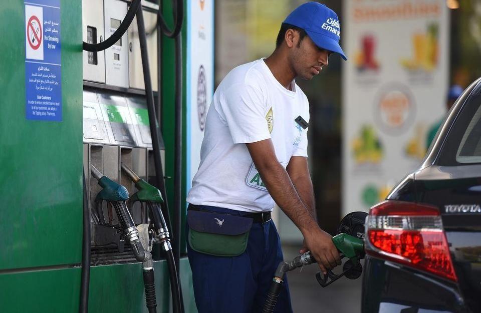 أسعار الوقود بالإمارات تستهل 2019 بأكبر انخفاض في عام