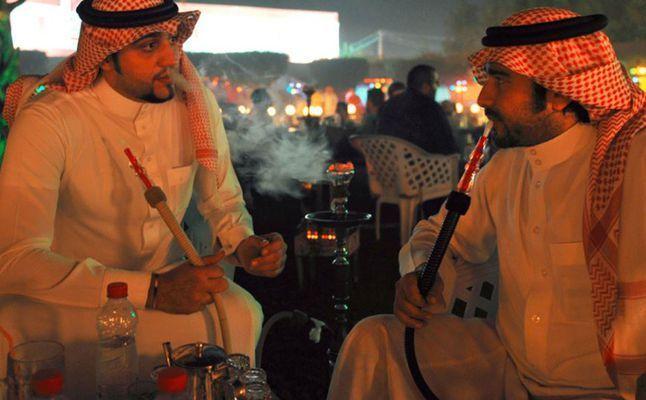 انقطاع المعسل في السعودية.. وعودته بأسعار مضاعفة