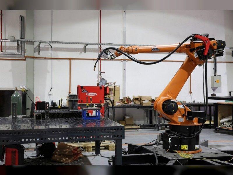 «ستراتا» الإماراتية توظف الروبوتات لتجميع أجزاء هياكل الطائرات