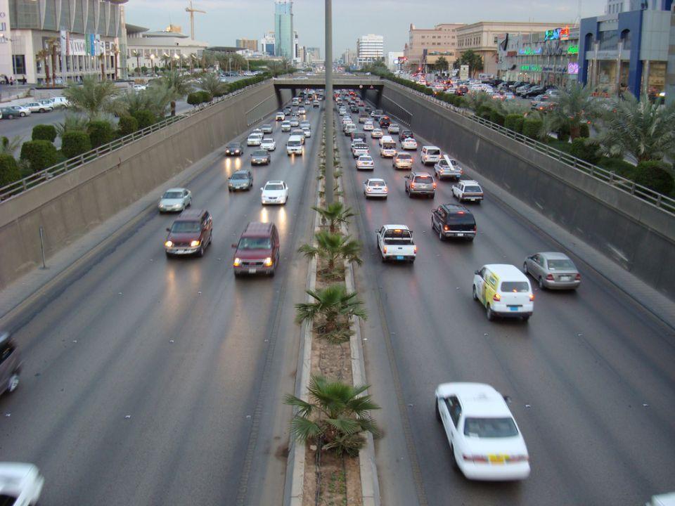 السعودية: إطلاق 150 مركبة لرصد مخالفات السرعة