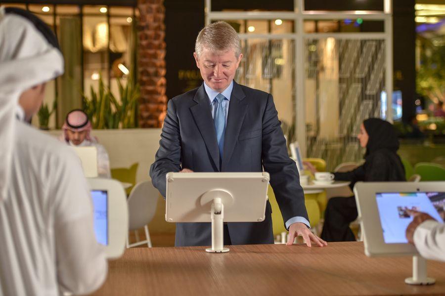 بنك سعودي يصبح أول بنك يدرب كل موظفيه على الذكاء الاصطناعي