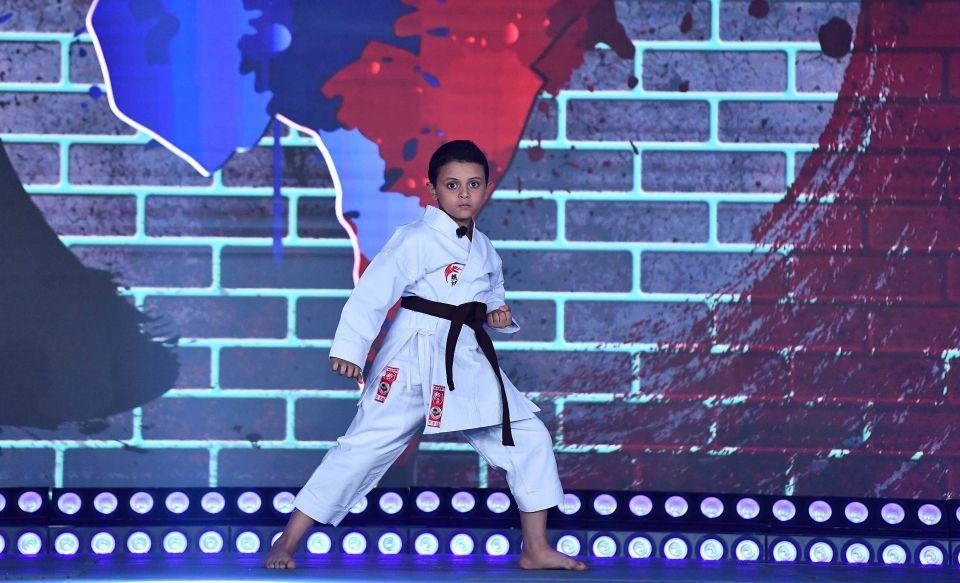 بالصور : أحمد حلمي يرقص دبكة وظهور أصغر فاشونيستا في نجوم صغار