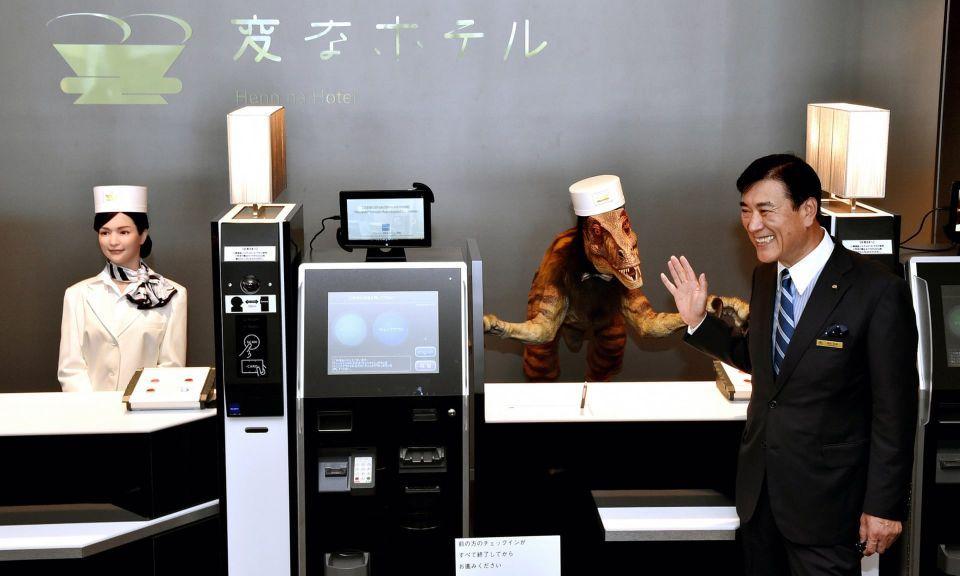 تسريح نصف موظفي فندق من الروبوتات الغبية