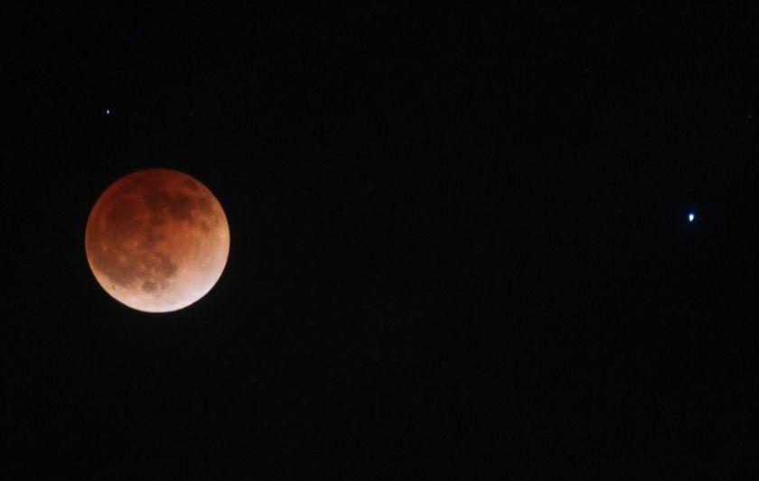 مساء اليوم،  خسوف القمر الوحيد خلال 2019
