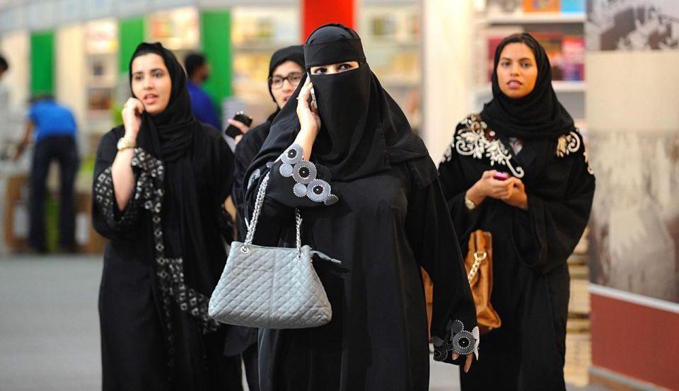 متى يحق للمرأة العمل ليلاً في السعودية؟
