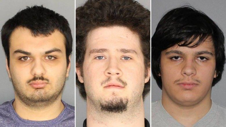 اتهام أربعة شبان بالتخطيط لمهاجمة بلدة مسلمة صغيرة بولاية نيويورك بالقنابل
