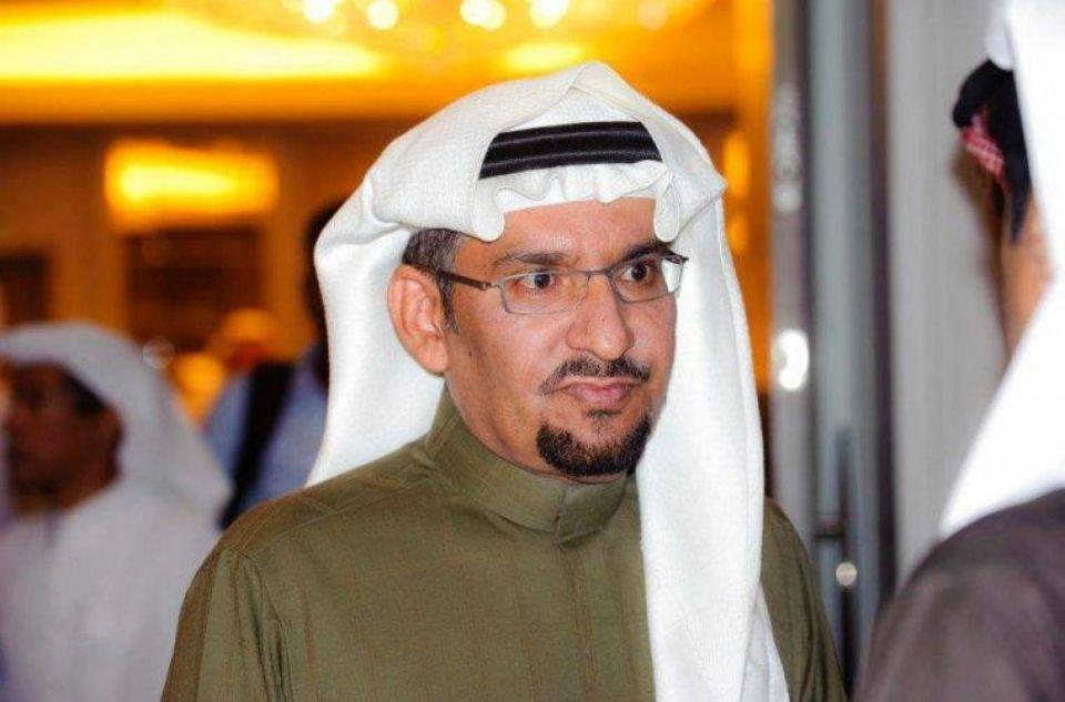 أمام زوجته.. مواطنة تتغزل بممثل سعودي: أحبك وأموت فيك