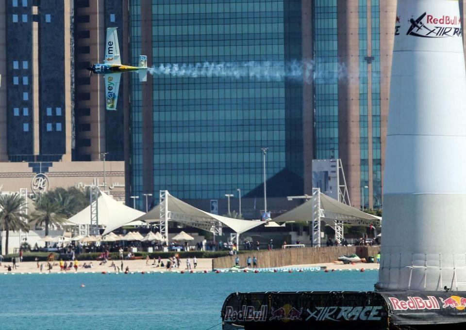بالصور : سباق ريد بول الجوي في أبوظبي