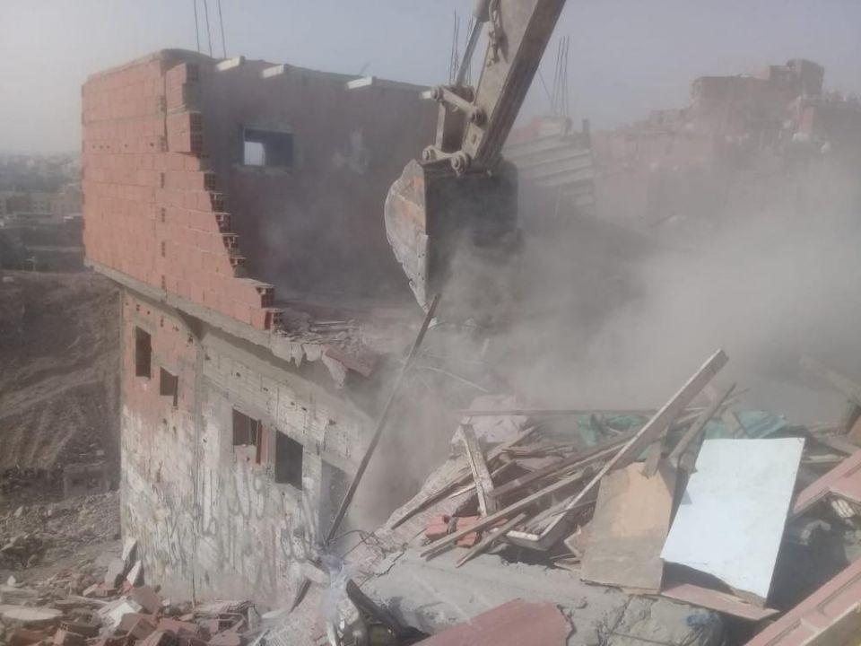 السلطات السعودية تتحدى منزلاً مسكوناً وتهدمه رغم لم يحن دوره