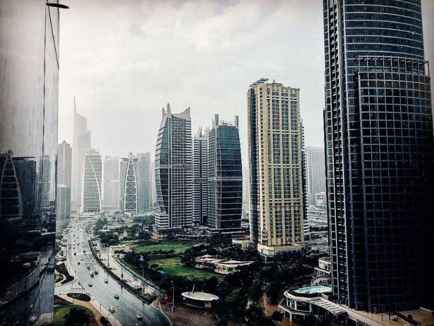 شاهد بالفيديو تساقط الأمطار الخير في الإمارات