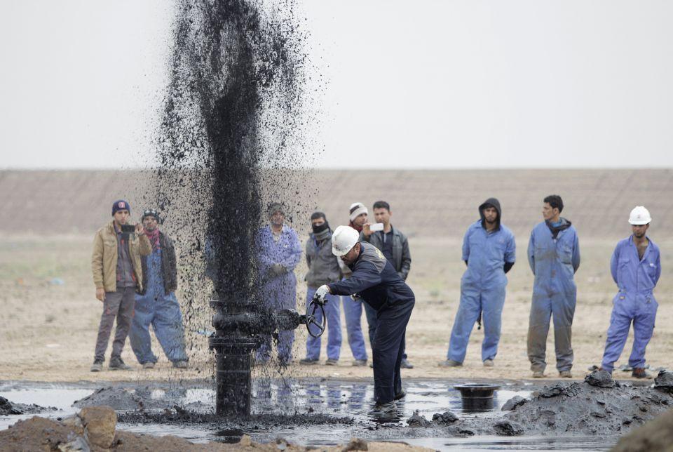 أسعار النفط تسجل مستويات مرتفعة لعدة أسباب