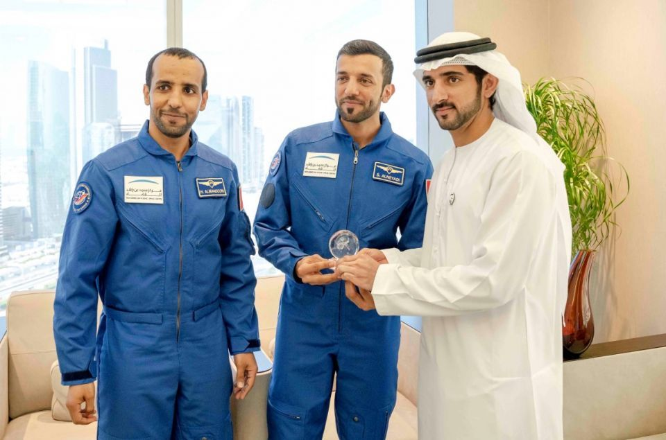 بالصور.. لقاء حمدان بن محمد بن راشد مع أول رائدي فضاء إماراتيين