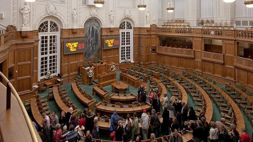 سحب أو إلغاء إقامات طالبي اللجوء في الدنمارك من 1 مارس القادم
