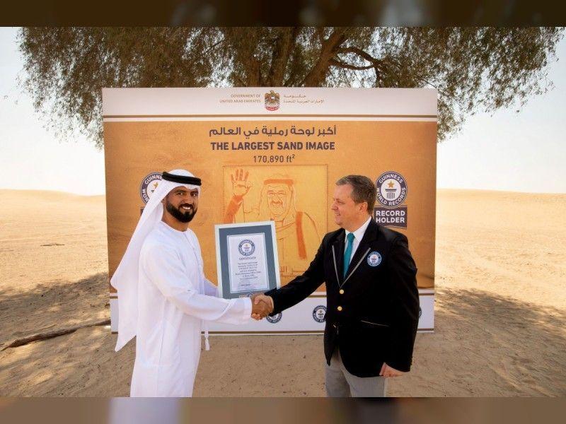 لوحة أمير الكويت التي أهدتها الامارات تدخل غينيس كأكبر رسمة محفورة على الرمال