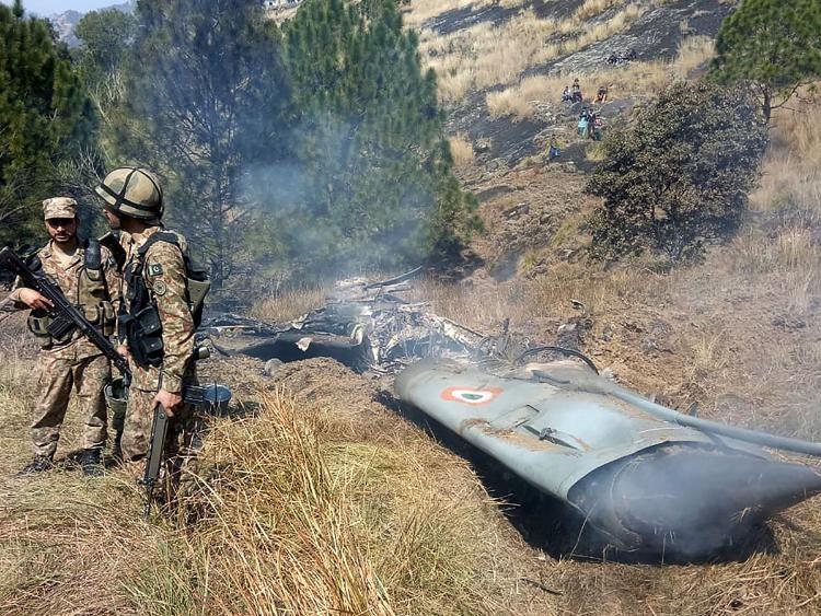تعليق رحلات جوية إلى الهند وباكستان بسبب الاشتباكات بين البلدين