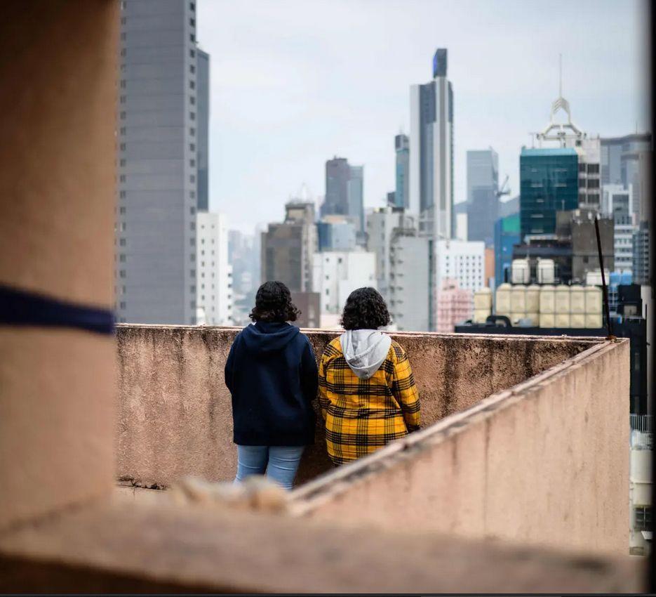 شقيقتين سعوديتين تواجهان الترحيل إلى السعودية اليوم