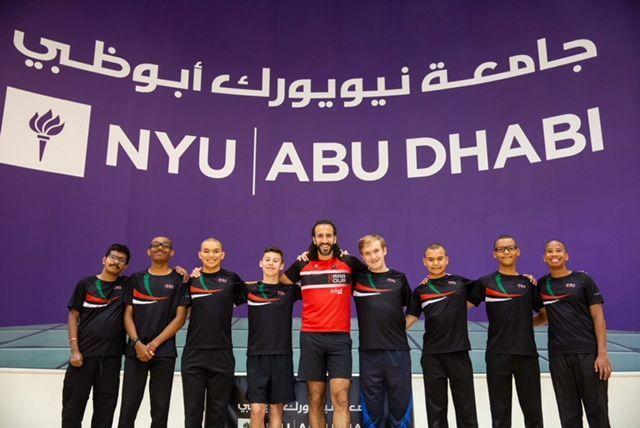 نجم الترايثلون المصري يتبرع بأحذية جري لرياضيي الأولمبياد الخاص الإماراتي