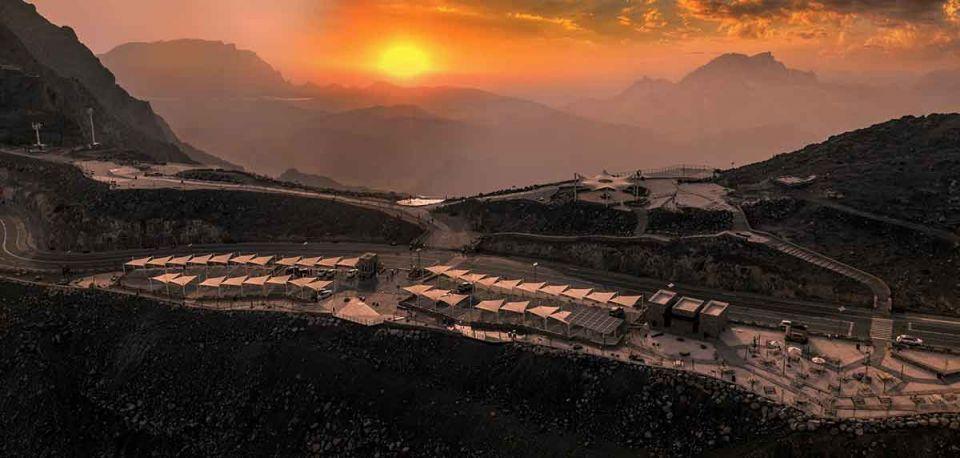 اتفاقية لتشغيل مشروع مخيّم جبلي فاخر على جبل جيس في رأس الخيمة