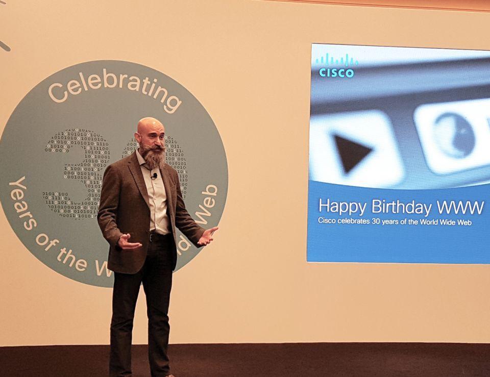 كيف احتفلت سيسكو بمرور 30 عامًا على انطلاق شبكة الإنترنت؟