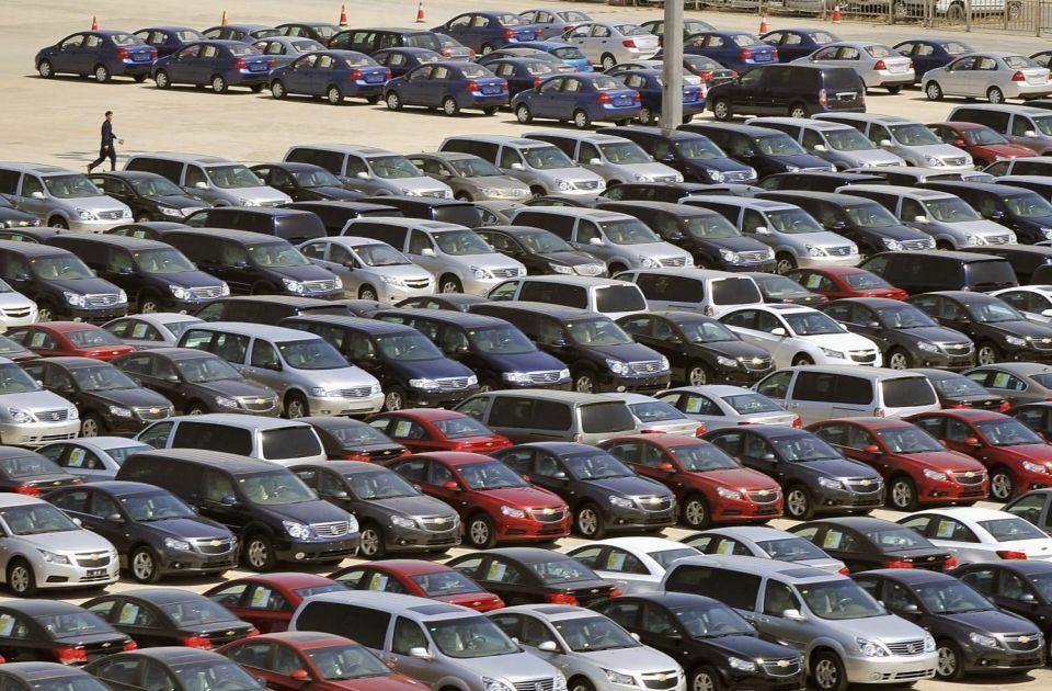 عبر #خليها_تصدي.. المصريون يقلصون شراء السيارات الجديدة لخفض الأسعار