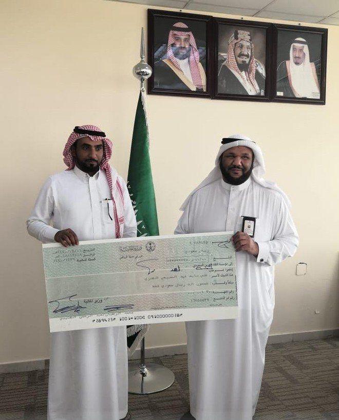 الرياض تكافئ السعوديين المبلغين عن المخالفين بعشرات آلاف الريالات
