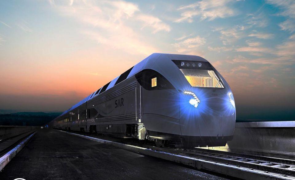 السعودية: ألفي ريال غرامة الوقوف على خطوط السكك الحديدية