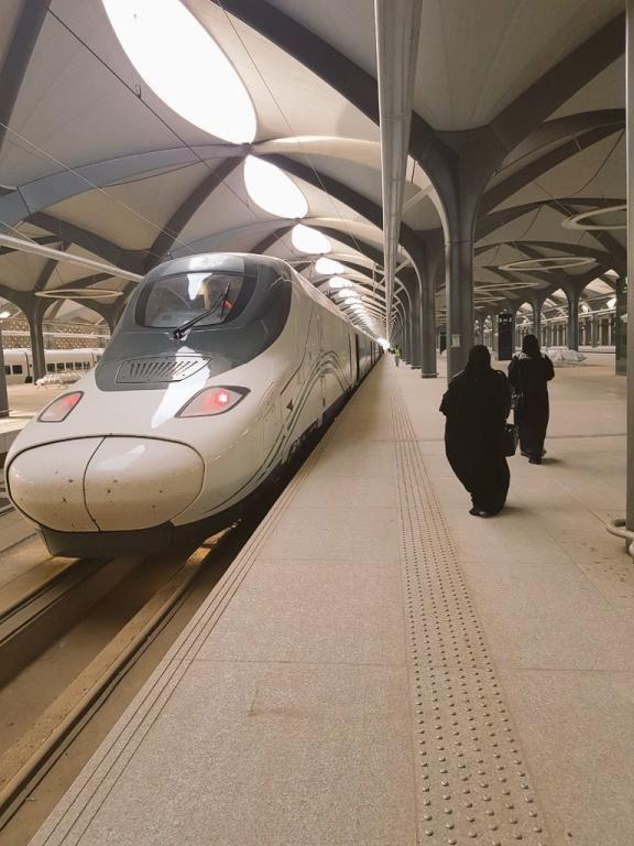 السعوديات.. أغلب العاملين في قطار الحرمين