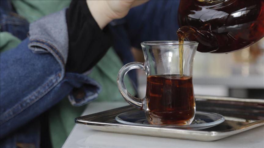 علاقة تربط بين شرب الشاي ساخنا وخطر الإصابة بسرطان المريء