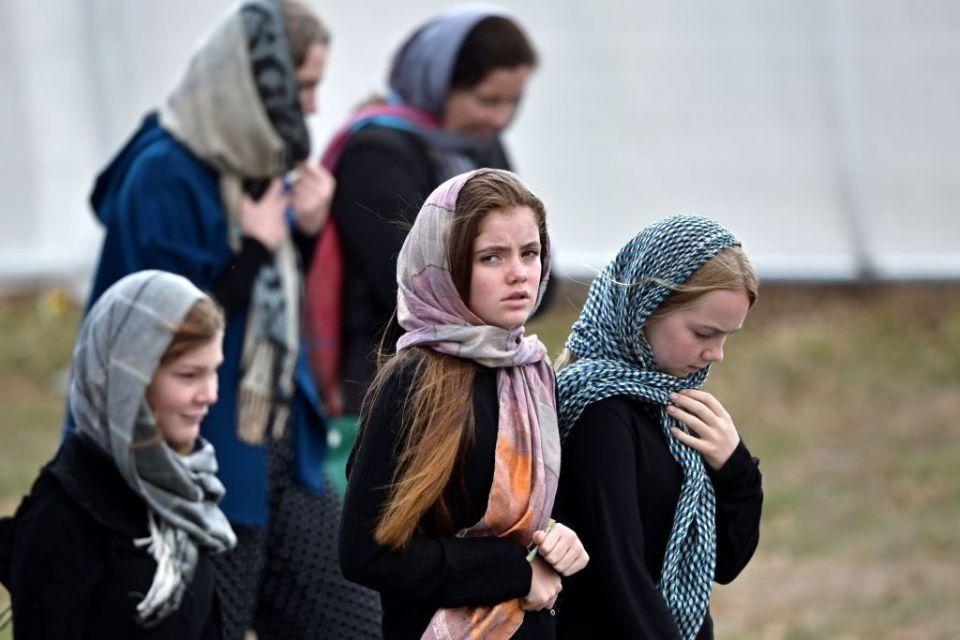 مذيعات التلفزيون النيوزيلندي يرتدين الحجاب ويتحدثن العربية