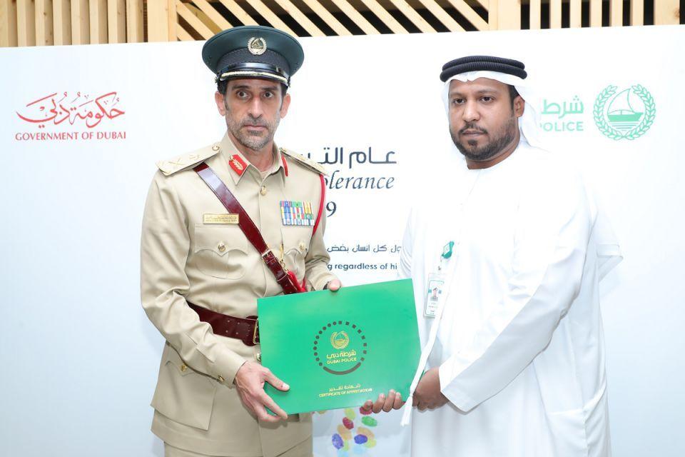 دبي: ترقية شرطي رفض رشوة بـ سيارة  و 50 ألف راتبا شهريا