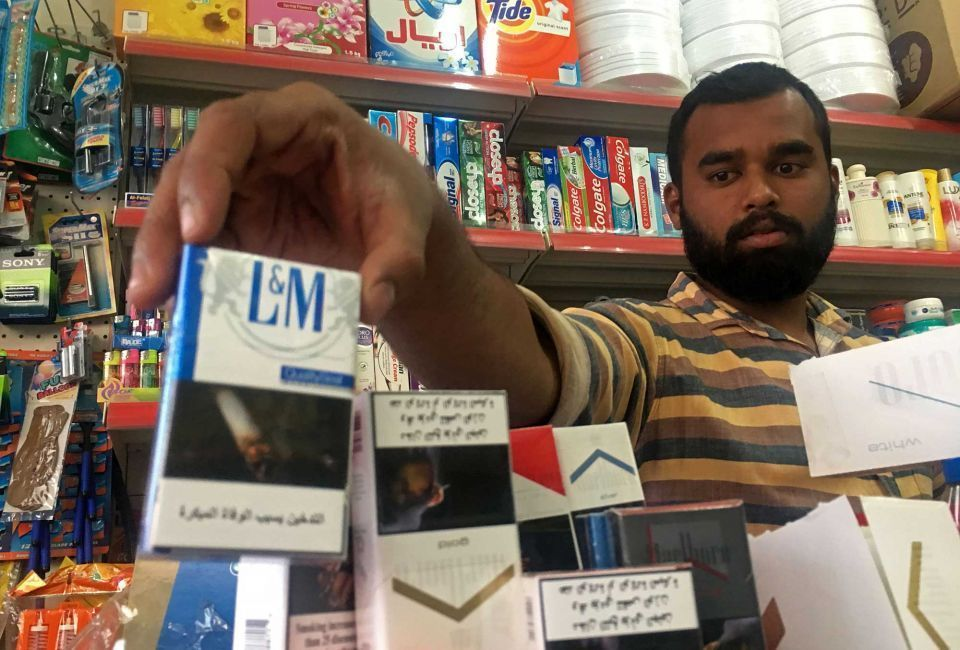 وصول أولى شحنات عبوات السجائر المعرّفة بـ «الطوابع الرقمية» للإمارات