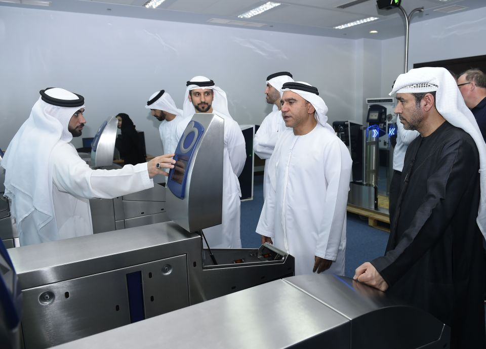 دبي تبدأ تركيب بوابات التعرفة الذكية الخاصة بمحطات مترو مسار 2020