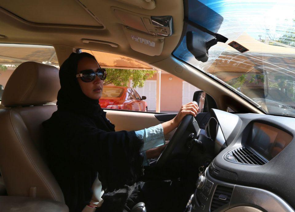 كم سائق يغادر السعودية يومياً بعد السماح للنساء بالقيادة؟