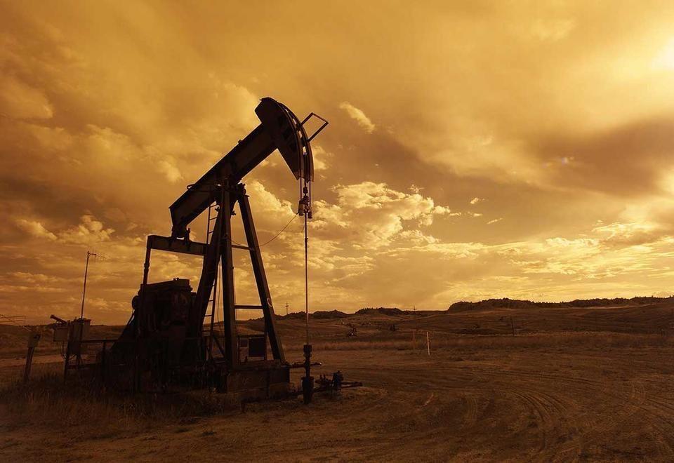 النفط يقفز فوق 74  دولار للبرميل