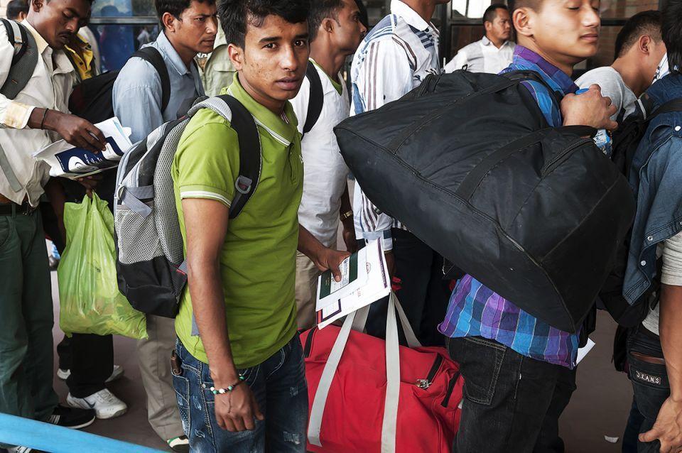 ما الأسباب التي دفعت 1.6 مليون أعامل أجنبي مغادرة السعودية؟