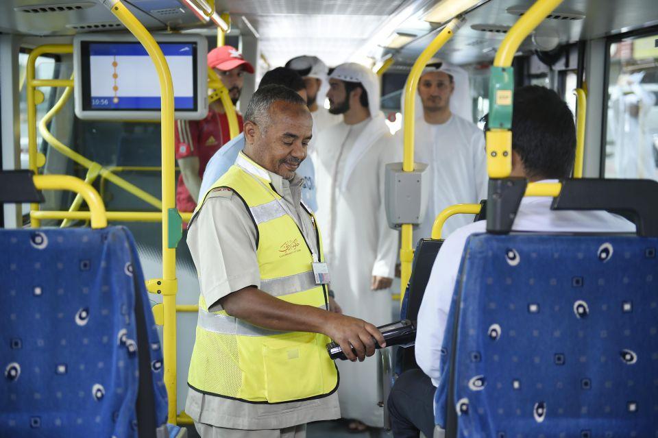 طرق دبي والشرطة ترصدان 739 مخالفة لركاب الحافلات