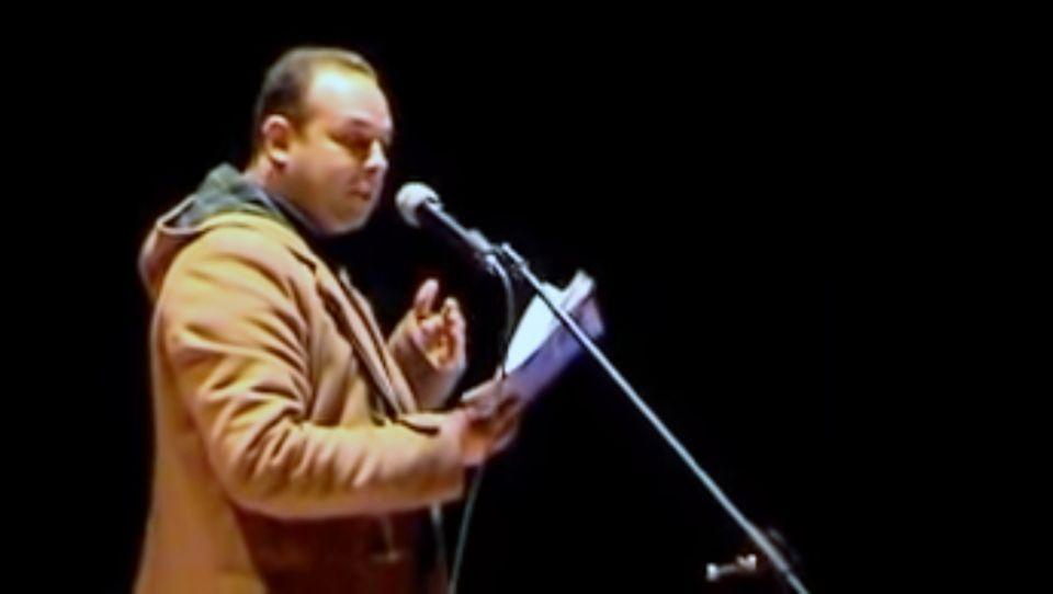 المايكروفون يقتل شاعر مغربي
