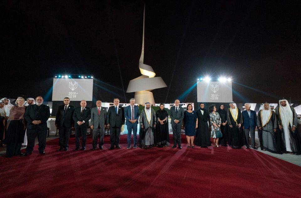 حاكم الشارقة يدشن النصب التذكاري ويكشف عن مشروع بيت الحكمة