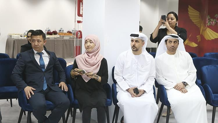 بالصور : أبوظبي تعلن أول مذيع روبوت ناطق بالعربية في العالم